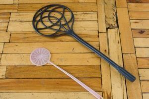 Выбивалка для ковров: виды и правила использования