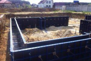 Особенности аренды опалубки для обустройства фундамента дома
