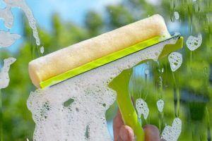 Как помыть окна на балконе снаружи: полезные лайфхаки