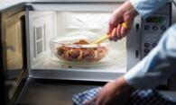 Как быстро вымыть микроволновку изнутри?