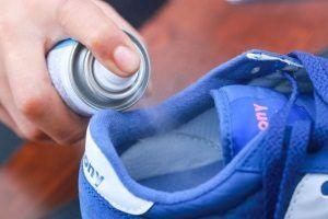 Спрей для обуви от запаха: советы по выбору и применению