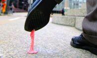 Как удалить жвачку с одежды – чисто и без следов