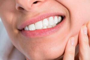 Проверьте, есть ли у вас бруксизм! Причины патологии. Как лечат ночной скрежет зубами.