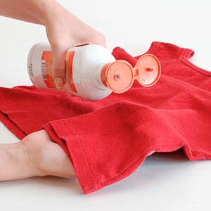 Як видалити плями крові з меблів