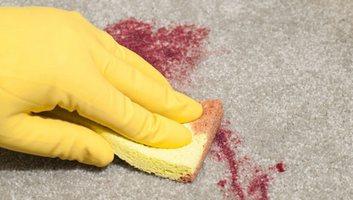 Як видалити застарілі плями крові