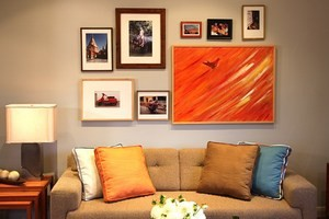 Як повісити картину, що не свердлячи стіну