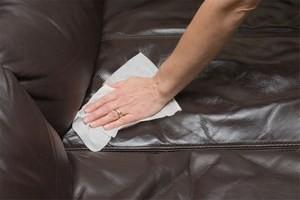 Як почистити шкіряний диван