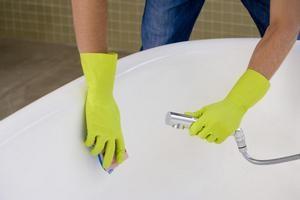 Як і чим чистити емальовану ванну