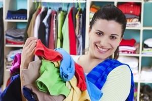 Як скласти одяг у шафі