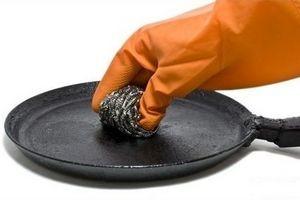Як очистити чавунну сковороду від нагару