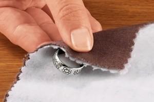 Як чистити вироби з діамантами