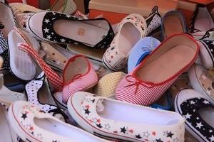 Зберігання взуття в шафі і передпокої