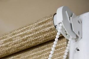 Как стирать рулонные шторы – что нужно помнить?