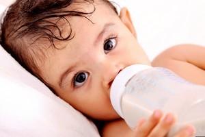 Чи обов'язково стерилізувати дитячі пляшечки