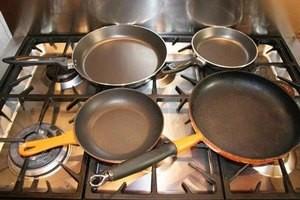 Як почистити алюмінієву сковороду