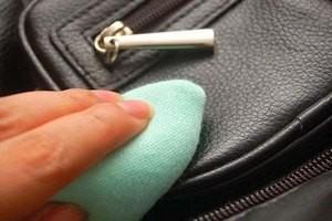 7ba427dfbd8a Как почистить кожаную сумку – какие средства помогут?
