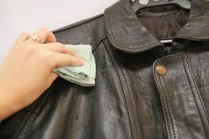 чистка шкіряної куртки