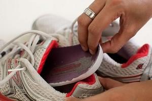як прибрати запах з черевиків