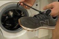 прати кросівки