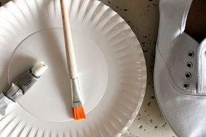 як очистити білу підошву кросівок