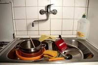 мити посуд