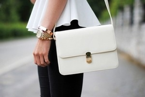 догляд за білою шкіряною сумкою