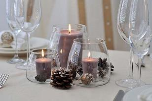 плями воску на свічнику