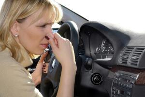 в авто пахне соляркою