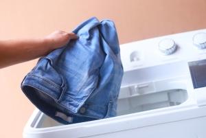 брудні джинси