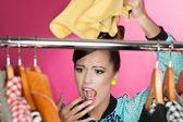 усунути запах вогкості з одягу