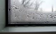 причинами запотівання пластикових вікон