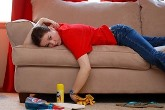 почистити світлий диван
