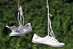 прати тканинну білу взуття