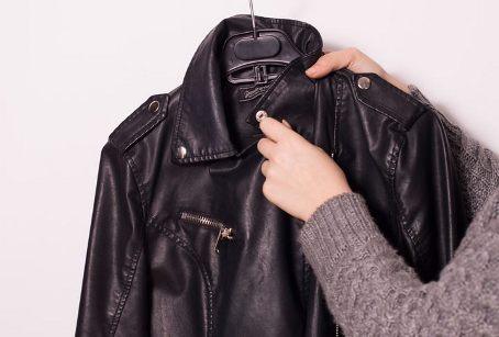 як повісити куртку